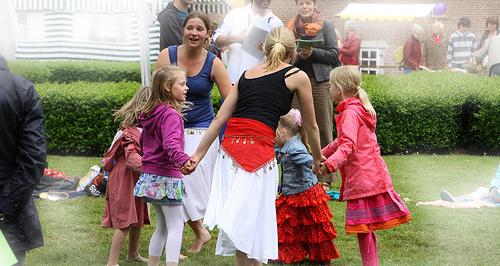 children dancing image